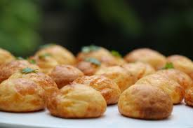 hervé cuisine pate a choux gougères au fromage recette facile pour l apéro hervecuisine com