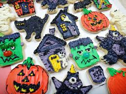 Decorated Halloween Sugar Cookies by Worth Pinning Frosted Halloween Sugar Cookies