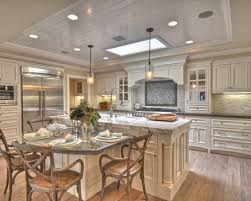traditional kitchen islands best 25 traditional kitchens with islands ideas on