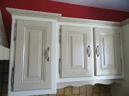 armoire de cuisine en pin meuble en pin à peindre beau antique blanc armoires de
