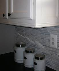 how to add trim to bottom of kitchen cabinets adding moldings to your kitchen cabinets remodelando la casa