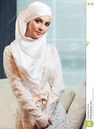 femme musulmane mariage femme musulmane dans une robe de mariage blanche photo stock