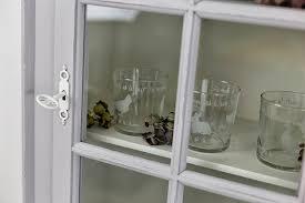sala da pranzo in inglese credenza shabby chic con vetrina all inglese shabby chic style
