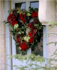 Decorating Christmas Wreaths by Tips To Create Traditional Christmas Front Door Decoration