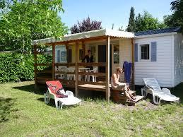 modele de terrasse couverte camping domaine du cros d auzon 4 location auvergne rhone alpes