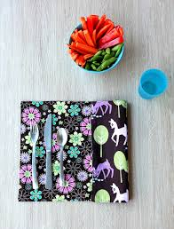 easy 10 minute sewing project how to sew reversible placemats