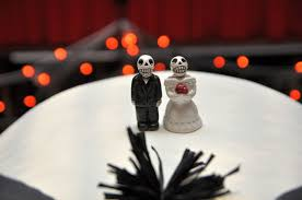tbdress blog halloween wedding cake toppers to make the cake look