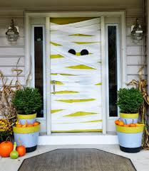 Best Halloween Attractions East Coast by 8 Fun Spooky And Definitely Easy Diy Halloween Door Decorating Ideas