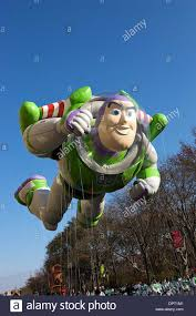 november 27 2008 buzz lightyear balloon the macy s thanksgiving