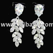 chandelier wedding earrings wedding jewelry wedding features glitzy secrets