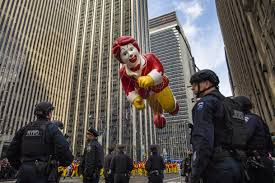 detroit thanksgiving day parade route big balloons heavy security for nyc thanksgiving parade the