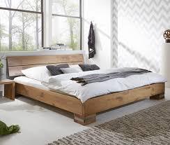 Schlafzimmer Welches Holz Massivholzbett Und Kopfteil In Rustikaler Eiche Curada