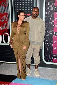 Kim Kardashian Pregnant Meme - pregnant kim kardashian supports kanye west at vma 2015 daily mail