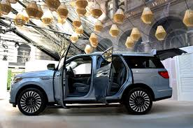lincoln 2017 2018 lincoln navigator debuts in new york the torque report