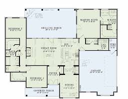 traditional style house plan 3 beds 2 5 baths 1960 sq ft plan