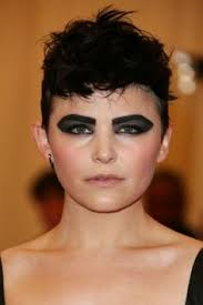 makeup artist mai quynh created a dark graphic eye for ginnifer goodwin with laura