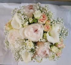 bouquet de fleurs roses blanches bouquet de mariée rose pastel et blanc avec pivoines arums roses