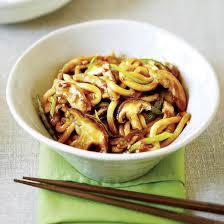 cuisine asiatique poulet nouilles au poulet et aux chignons à l asiatique coup de pouce