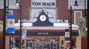 Von Maur Von Maur Continues Thanksgiving Day Tradition By Closing Stores