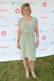 hairstyle of amy carlson amy carlson clothes looks stylebistro