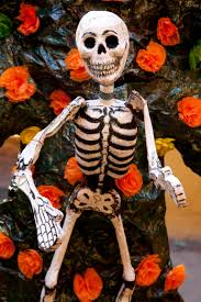 Dia De Los Muertos Halloween Decorations Picnicking In Cemeteries For Day Of The Dead Huffpost