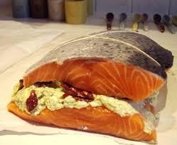 cuisiner un saumon entier cuisiner saumon entier 28 images recette de saumon entier aux