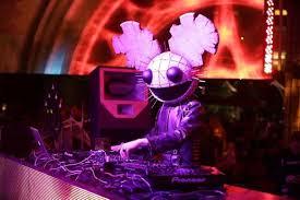 Deadmau5 Head Costume Halloween Haute Event Deadmau5 Performs Xs Halloween Kat Von