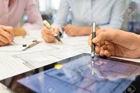 Schreibtisch Mit Erbau Kaufen Ingenieure Lizenzfreie Vektorgrafiken Kaufen 123rf