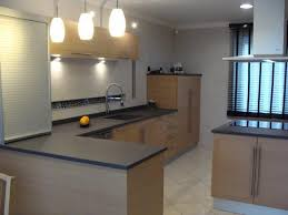 cuisine chene clair moderne cuisine chene clair moderne le bois chez vous