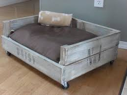 How To Build A Platform Bed With Pallets by 8 Diy Pallet Beds For Dogs U2013 Iheartdogs Com
