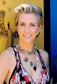 short pressed hairstyles kristen wiig s newest cut proves she can rock the gamut of ultra