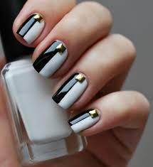 nagellack designs nagellack design in schwarz weíß glänzender nagelschmuck gold