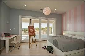 chambre a coucher gris et idee peinture murale grise chambre coucher blanc grand lit tableau
