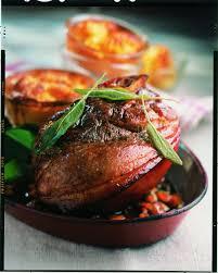 cuisiner rouelle de porc recette rouelle de porc rôtie à la sauge