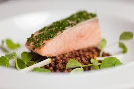 cuisiner le saumon frais salade de saumon frais aux lentilles les recettes grossesse de