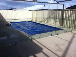 piscine en verre cloture de sécurité piscine 100 verre la discrète et belle