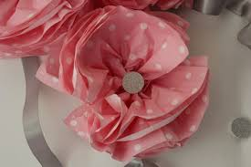 paper napkin flower tutorial flower made with dotted pink paper napkin http www paperline it
