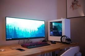 Minimal Computer Desk Setup By U Jarquesp Minimalsetups Minimal Workspace Gaming