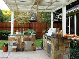 simple outdoor kitchen idea under white wood pergola with fan