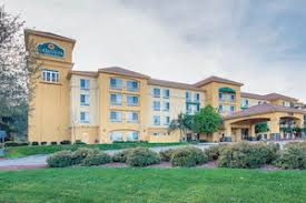 Comfort Suites Magic Mountain Six Flags Magic Mountain Los Angeles Hotels Hotels In Six Flags