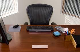 trump s desk trump u0027s transition team is hiring presidential appointees the