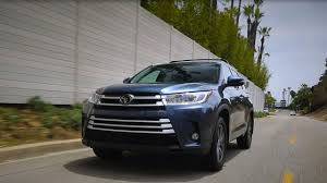 toyota highlander vs nissan pathfinder 2017 toyota highlander kelley blue book