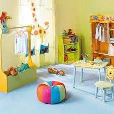 tenture chambre bébé conseils et astuces pour sécuriser la chambre de bébé astuces déco