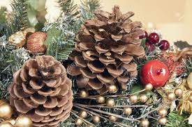 tree garland decoration with pine cones and artificial