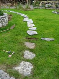 Backyard Stepping Stones by Stone Art Blog Placing Stepping Stones On Your Lawn