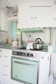 such a cuuute trailer kitchen if i ever move into a house trailer