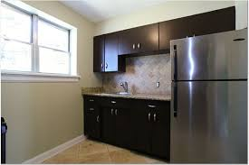 repainting metal kitchen cabinets these are the exact cabinets we have in our kitchen that we need to