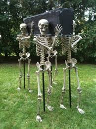 Crafty Outdoor Halloween Decorations by Diy Outdoor Halloween Decorating Pvc Pipe Skeletons And Florists