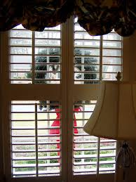 Decorating Outside Window Christmas Wreaths by How To Hang Wreaths On Outside Exterior Windows