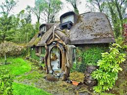 real hobbit house a gorgeous real world hobbit house in scotland
